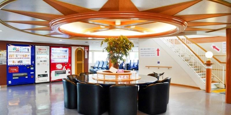 瀨戶內國際藝術祭|高松港往返宇野港的四國渡輪船班,船程約65分鐘,舒適航行