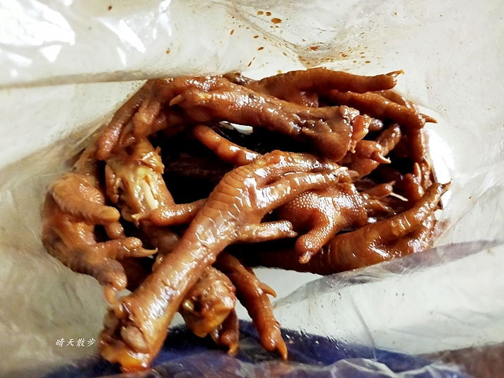 IMG20200819160025 - 文心第一黃昏市場|快樂阿滷~菜市場裡的美味滷雞爪、鴨脖、滷味