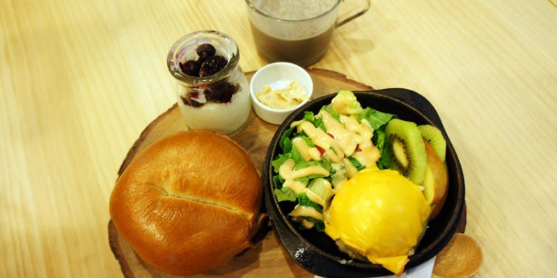豐原早午餐︱耶濃豆漿專門店Yanon~後院有沙坑的親子友善餐廳 豆漿不是只能配油條 墨西哥捲、口袋吐司都很搭