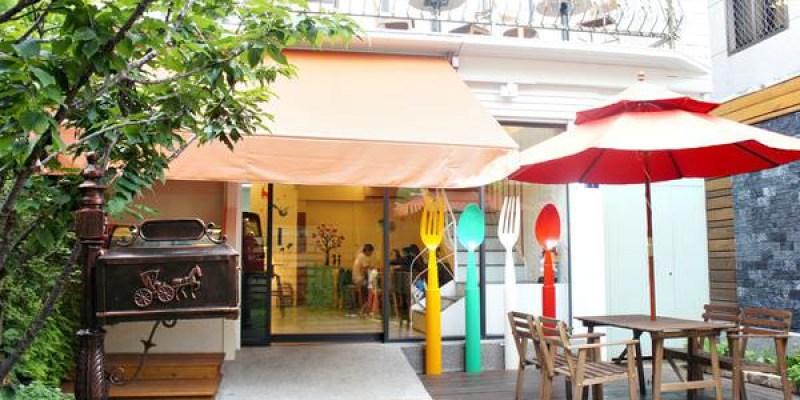 西區早午餐|莎莎莉朵(Sausalito Café):隱身巷弄內的鐵鑄鍋精緻早午餐,近美術館綠園道的老房子改造餐廳