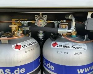 Alugas-Tankflaschen verbaut im Gaskasten
