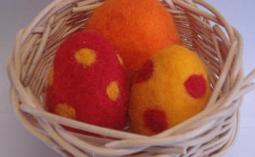 felt_easter_eggs_in_basket