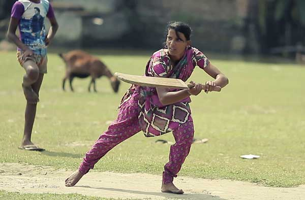Salma Khatun playing cricket with farmers
