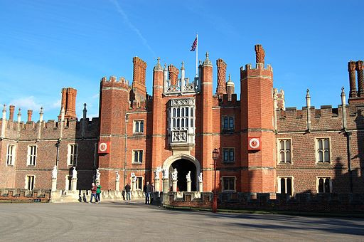 Hampton Court Palace fciwomenswrestling.com article - wikimedia photo