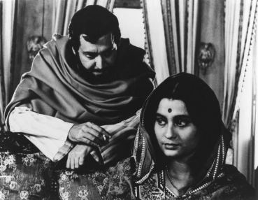 Bimala and Sandip from a scene in Ghare-Baire