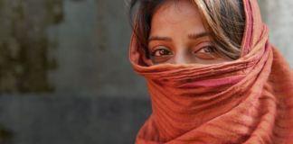 लड़कियों में प्यार करने का रोग नहीं साहस होता है | Feminism In India