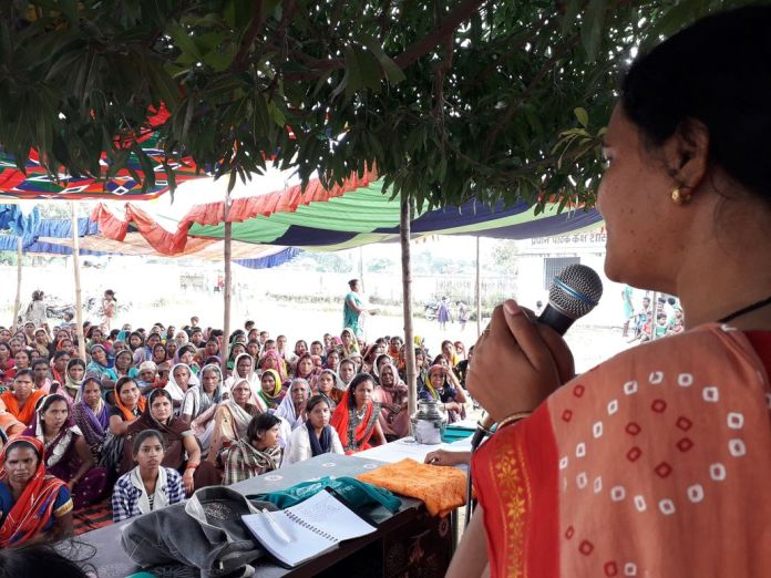 Women were welcomed with love wherever they went during the Mahila Bhumi Samvad Yatra