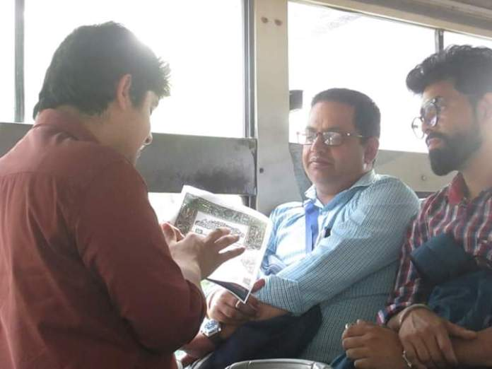 Here Is Why Delhi Students Are Running A Bus Campaign Against BJP