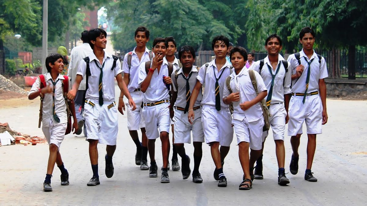 A Feminist Approach To Masculinity: How Schools Impose Gender Binaries
