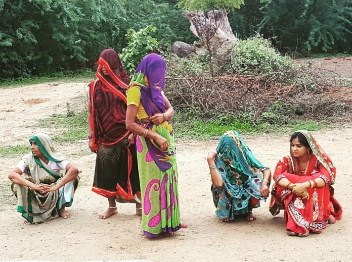 Women at Leisure: Sneha is a newly-wedded woman who works as an engineer in a big firm in the city. She waits along with the other women in her in-laws extended family in their native village for other women from the community to join them in a celebration of her arrival in the village.