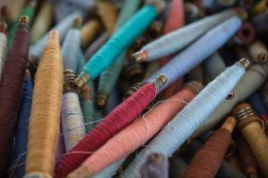 Echeveaux de fils de couleur