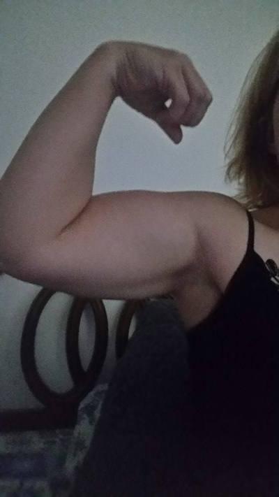 Rachel Harrison flexing her biceps