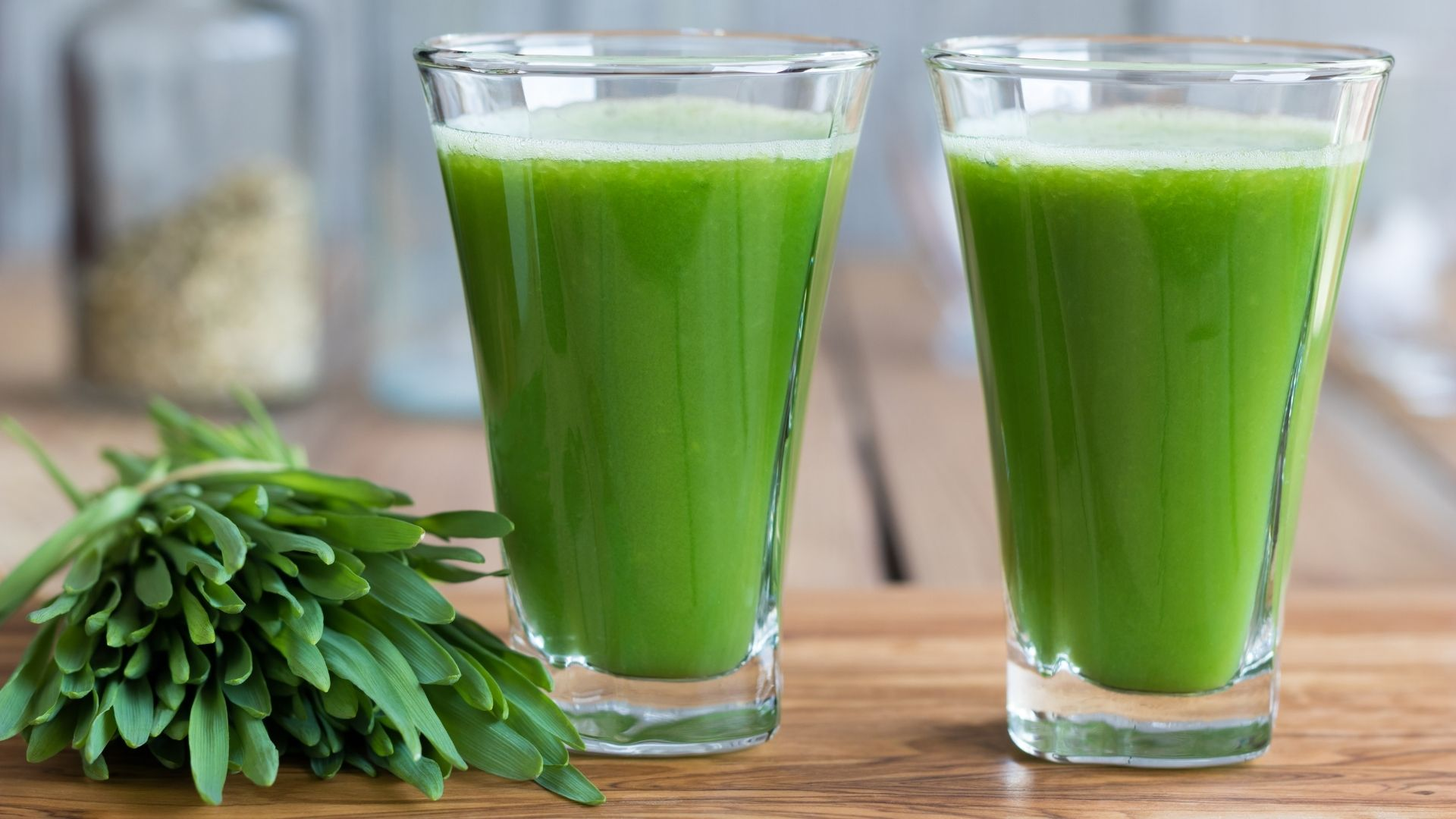 Wheatgrass smoothie and juice