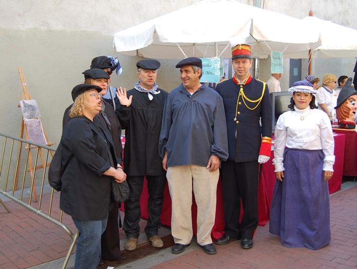 Ana Mata Tècnic de Turisme, Manel Perez regidor d'IC, xavi Martin regidor PSC i visitants