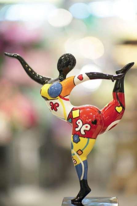 Statuette Korb Fabriquée en résine, cette charmante danseuse peut vous séduire notamment « pour ses couleurs et la gaité qu'elle dégage ».