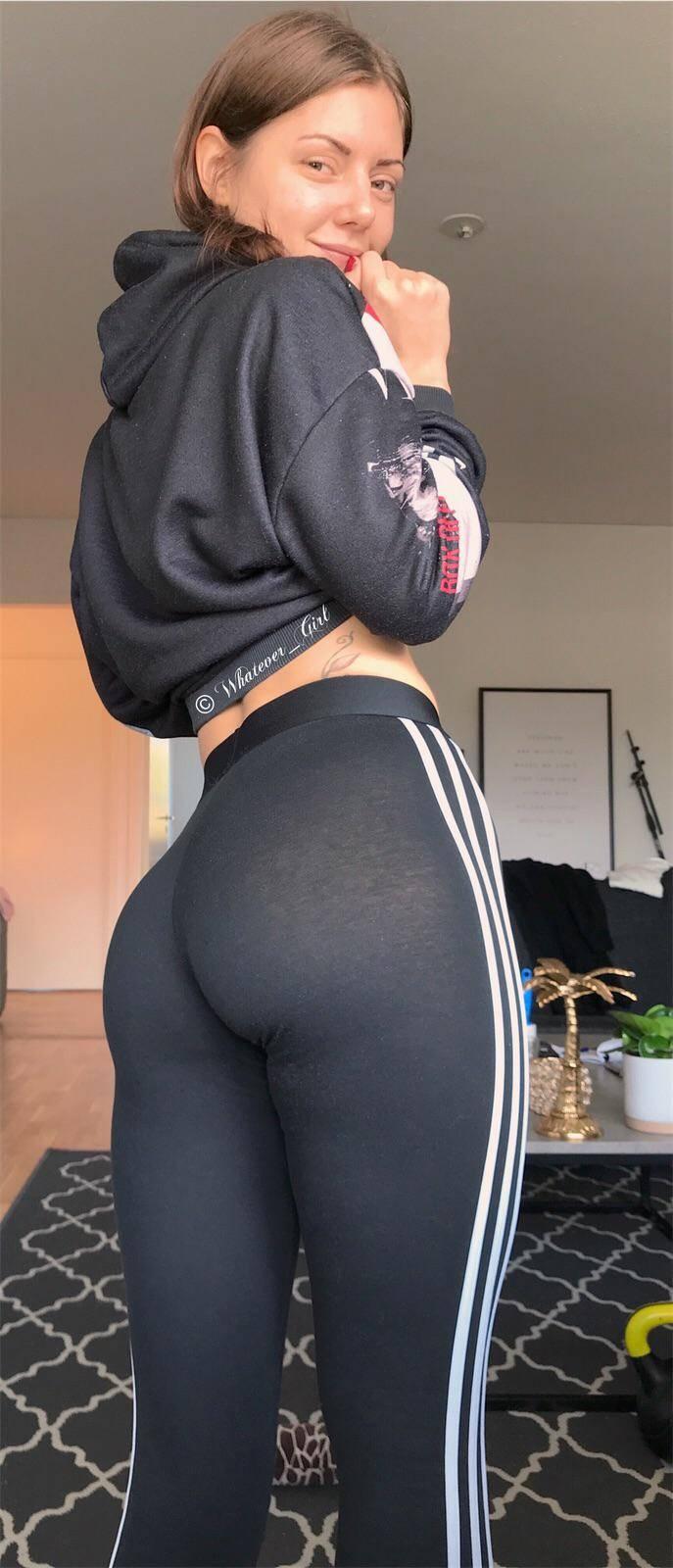 Girls In Leggings Reddit : girls, leggings, reddit, Leggingsgonewild, Pictures, Videos, Scrolller