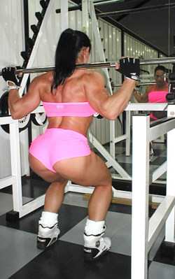 mavi-gioia-memale-muscle-squats-barbell