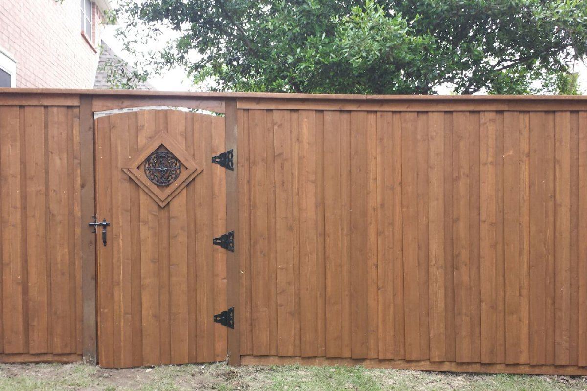wood fences installation construction