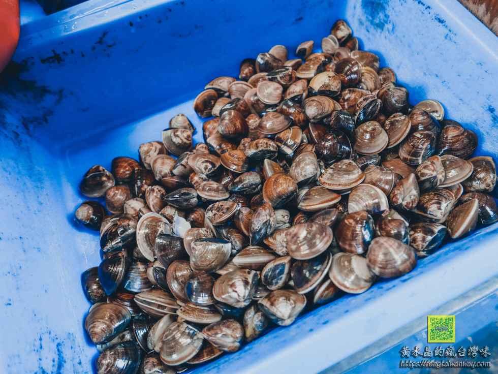 鴻海產粥【龜山美食】|龜山市場后街只要60元的排隊海產粥,每周二還加送一隻螃蟹而且不加價 @黃水晶的瘋台灣味
