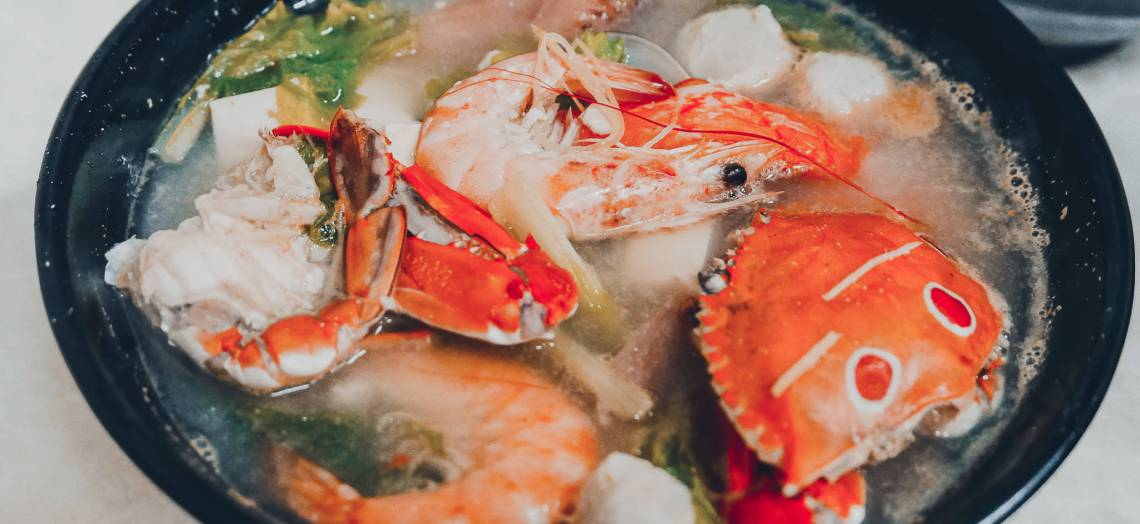 鴻海產粥【龜山美食】 龜山市場后街只要60元的排隊海產粥,每周二還加送一隻螃蟹而且不加價 @黃水晶的瘋台灣味