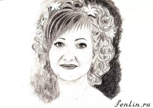 Портрет карандашом улыбающейся девушки с цветами в волосах - Fenlin.ru