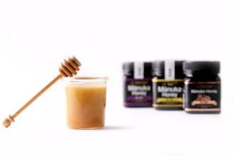 Honey, dipper & 3 jars