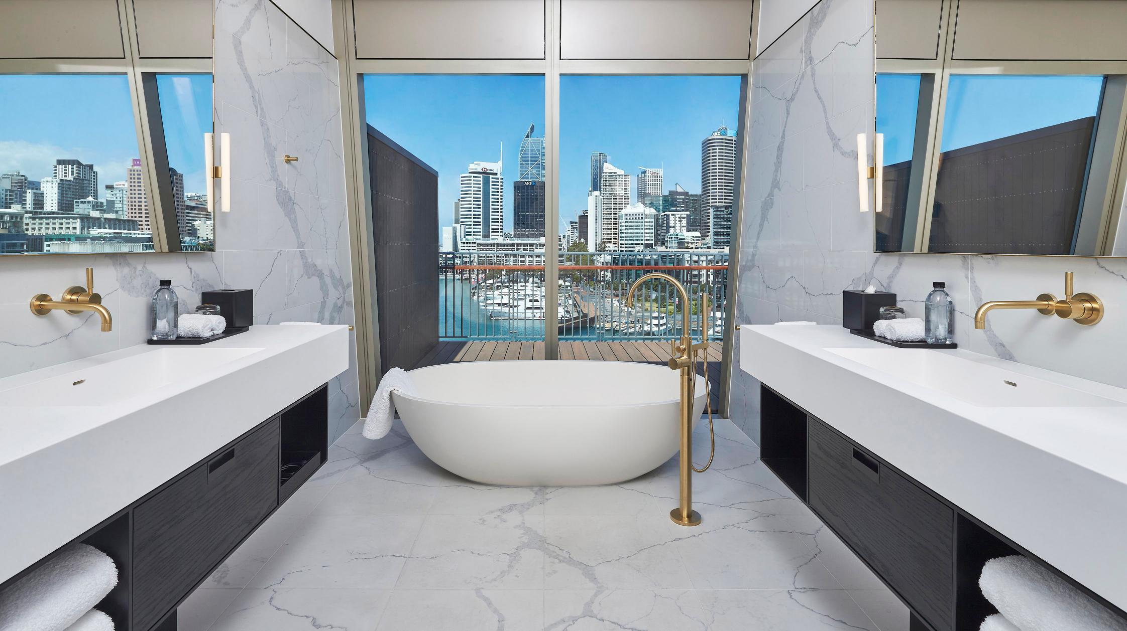 Chairmans-Suite-Bathroom[1]