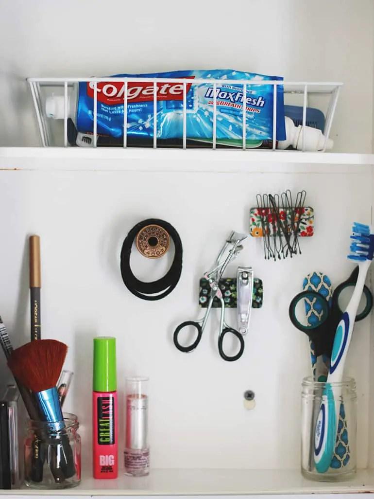 Bathroom Storage Hacks to help make your mornings easier. Organize your medicine cabinet.