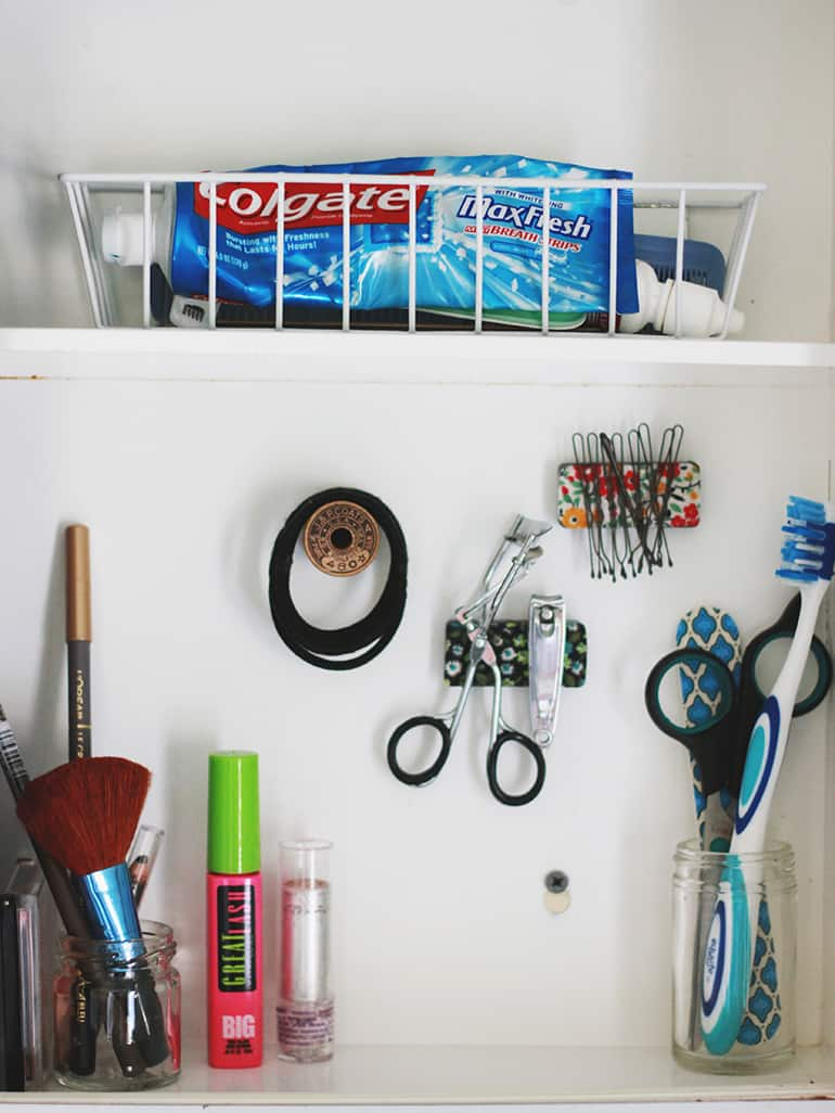 Bathroom Storage Hacks to help make your mornings easier. Organize your medicine cabinet.