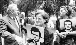 Laganje i zataškavanje - Porodice putnika otetih u Štrpcima kod Slobodana Miloševića 25.05.1993.