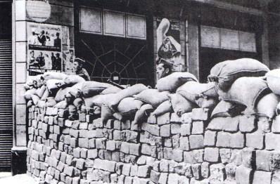 barricada-barcelona