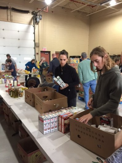 food_give_away_2016_fenton_firefighter11