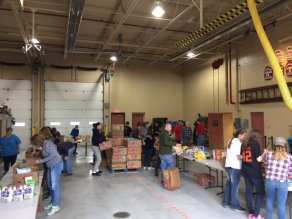 food_give_away_2016_fenton_firefighter13