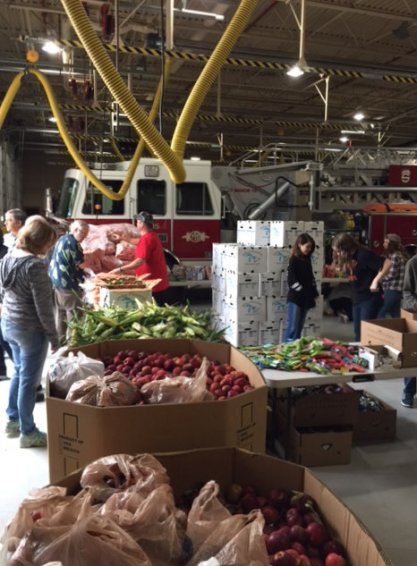 food_give_away_2016_fenton_firefighter4