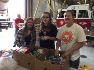 food_give_away_2016_fenton_firefighter8