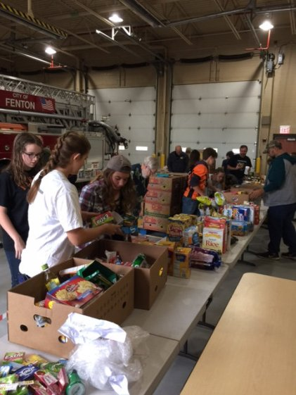 food_give_away_2016_fenton_firefighter9