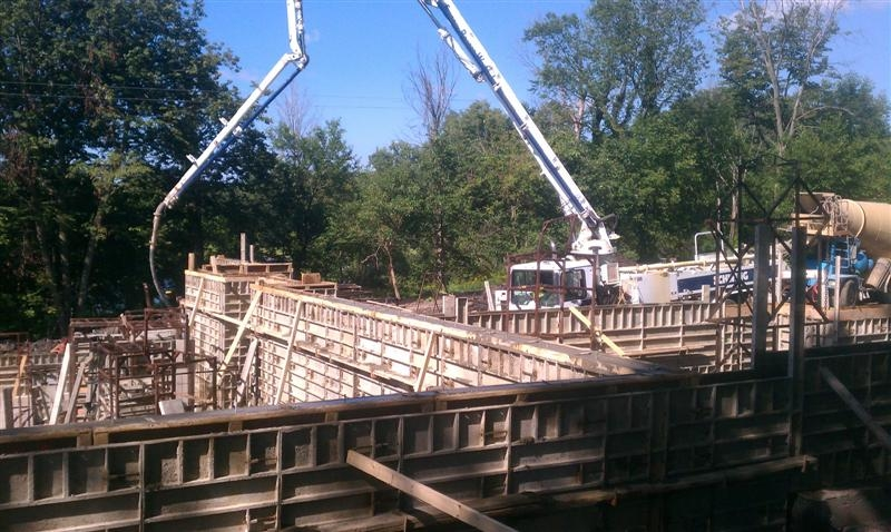 Concrete pumping on lakeside project