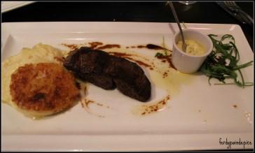 Filet De Bœuf Et Son Jus De Viande Truffée Sauce Béamaise. Servie avec son Gratin Dauphinois