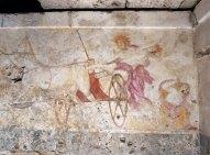 Σε ένα συλημένο κιβωτιόσχημο οικογενειακό τάφο, που επονομάζεται και «τάφος της Περσεφόνης», βρέθηκε η ασύγκριτη τοιχογραφία της αρπαγής της Περσεφόνης από τον Άδη,