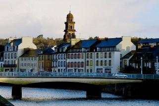 Turnul Église Saint-Houardon văzut de pe chei
