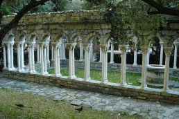 Coloanele de lângă Porta Soprana