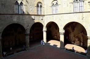 Curtea muzeului Bargello