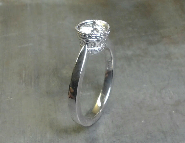 simple band with intricate round diamond setting side view