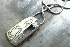 Eagle native jewellery, pendant, canadian diamond in mouth