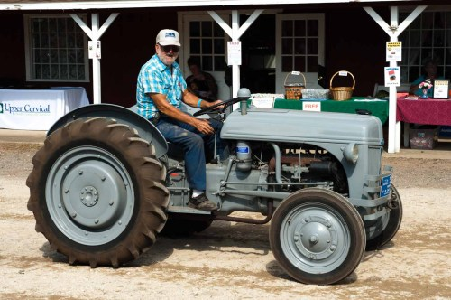 small resolution of al hoyt driving his 1946 ford 9n