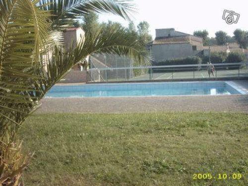 Sydfrankrig: lejlighed med terrasse, tennis, pool, have og 800m til strand