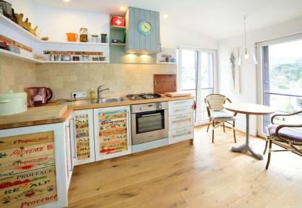 Küchenzeile mit Sitzplatz