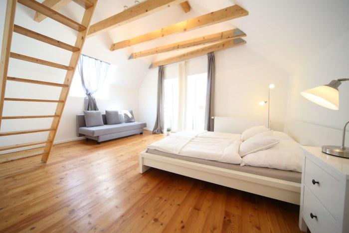 Geräumiges Schlafzimmer Hofhaus