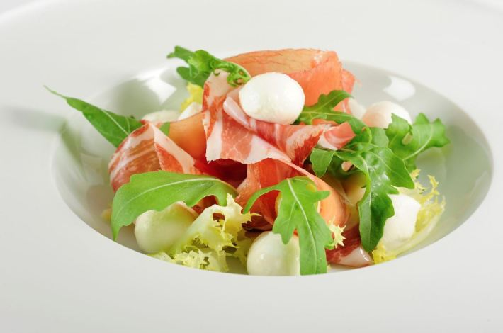Vorspeise, Mozzarella mit Südtiroler Speck ©IDM Südtirol, Andreas Marini