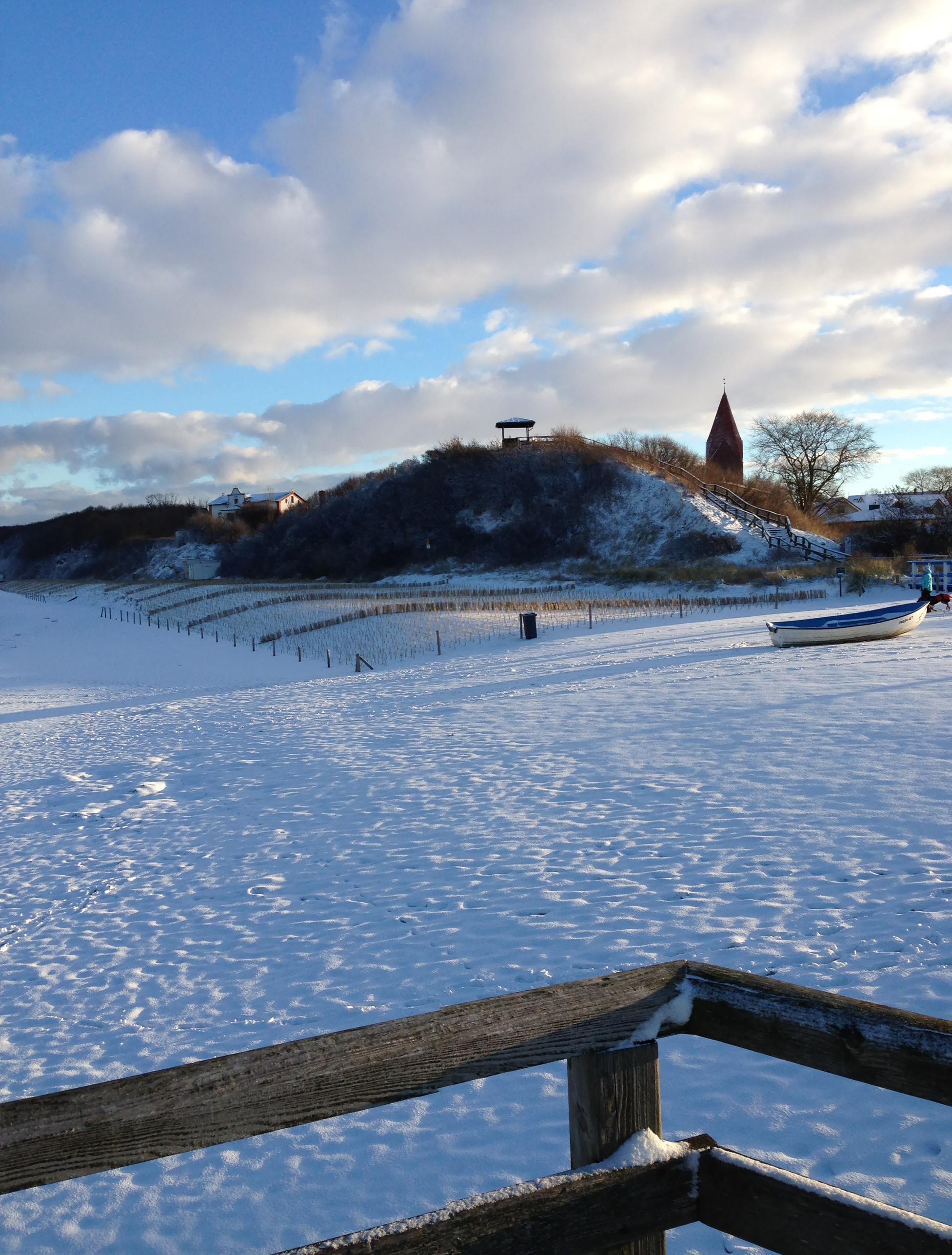 Blick auf den verschneiten Reriker Schmiedeberg